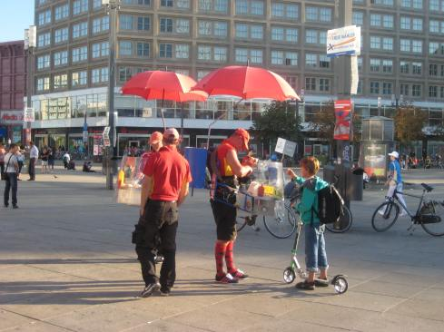 """Mobile"" hot dog vendors in Alexanderplatz!"