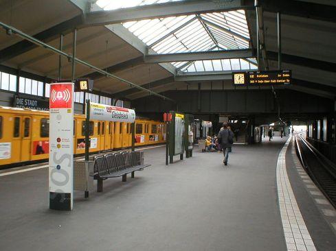 800px-U-Bahn_Berlin_Gleisdreieck