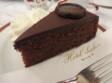 chroniclesofwanderlust_vienna_austria_hotel_sacher_original_torte_chocolate_cake