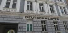 chroniclesofwanderlust-vienna_austria_wien_osterreich_hotel_deutschmeister_facade_street_front_crop